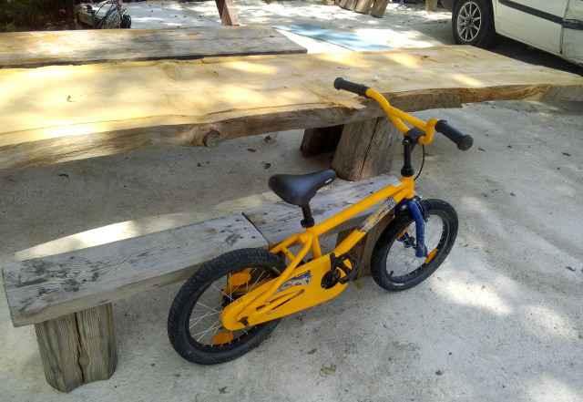 Трюковой велосипед BMX просто зверь