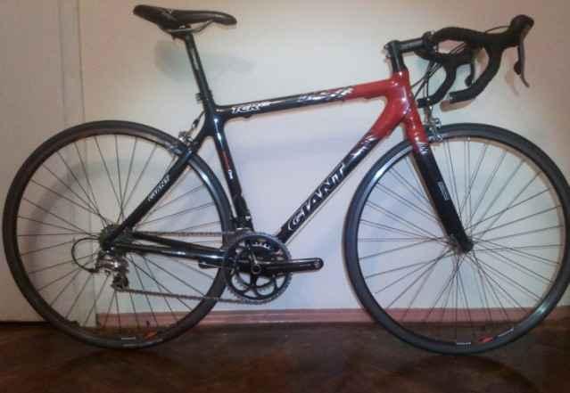 Шоссейный велосипед на карбоновой раме Giant TCR C