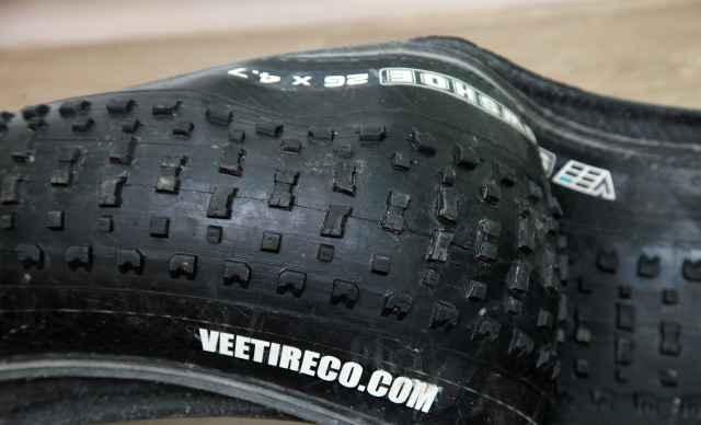 Две покрышки для фэтбайка Vee Tire Snowshoe