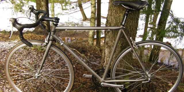Шоссейный велосипед титановый