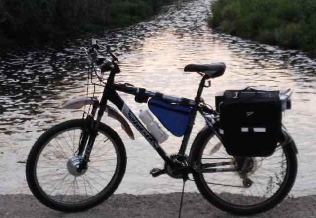 """Электровелосипед с багажником и """"вело-штанами"""""""