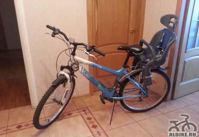 Велосипед и детское кресло