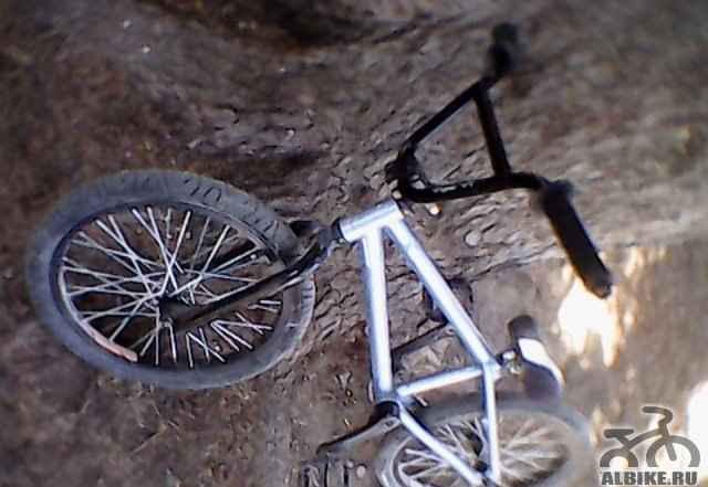 BMX дешёвый отлично подходит для новичков