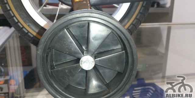 Страховочные боковые колеса на детский велосипед