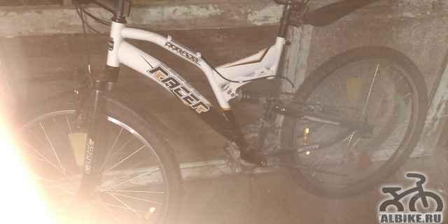 Спортивный велосипед рейсер