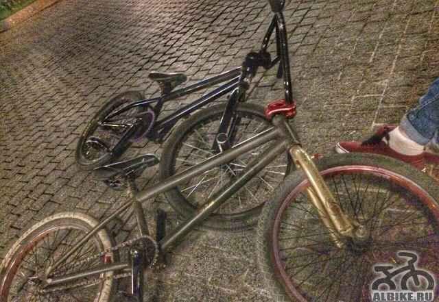 Два велосипеда(BMX)