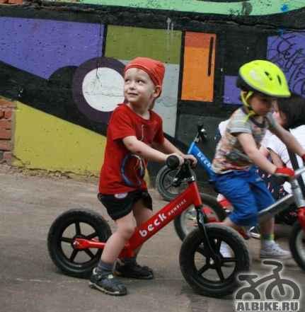 Беговел beckRunbike против 2х колесного велосипеда