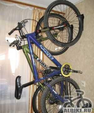 Настенное крепление для хранения велосипеда