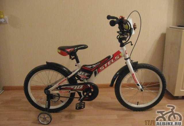 Велосипед детский стелс красно-черно-белого цвета