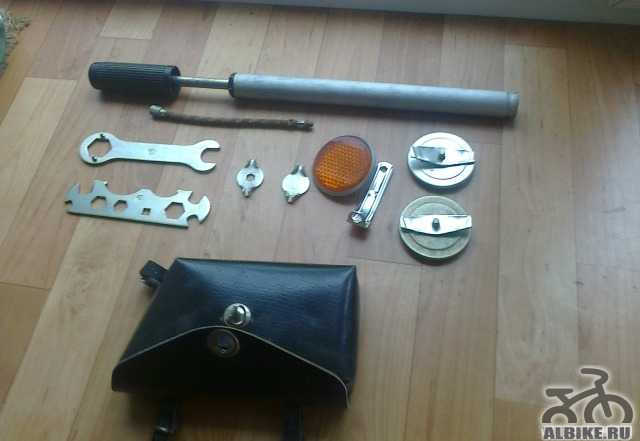 Насос, катафоты, велоинструмент