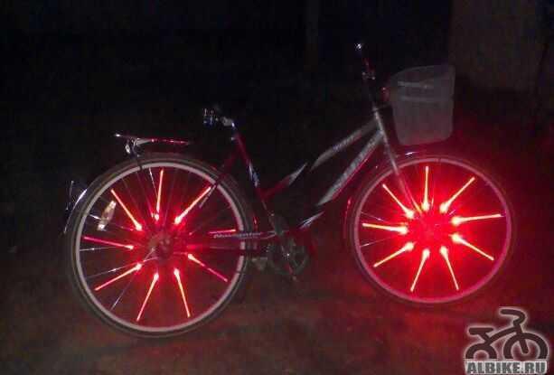 Стелс Навигатор 200 Lady, красная подсветка колёс