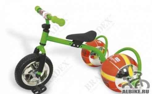 Велосипед с колесами в виде мячей