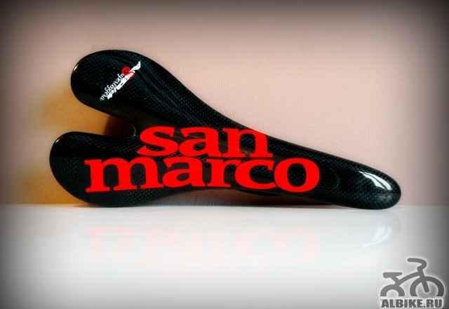 Чёрно-красное карбоновое седло Selle San Marco